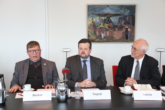 Rainer Becker (Deutsche Kinderhilfe e.V.), André Trepoll (CDU-Fraktionsvorsitzender, MdHB) und Stifter Michael Lezius; Pressekonferenz zur GrŸündung der Yagmur GedäŠchtnisstiftung