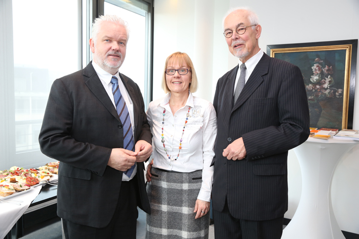 Volker Krampe (Pflegeelternrat), Birgit Nabert (KiAP) und Stifter Michael Lezius; Pressekonferenz zur Gründung der Yagmur Gedächtnisstiftung