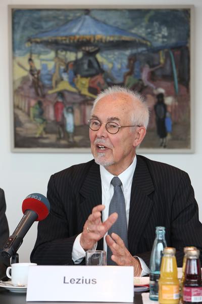 Stifter Michael Lezius, Pressekonferenz zur GrŸündung der Yagmur GedäŠchtnisstiftung