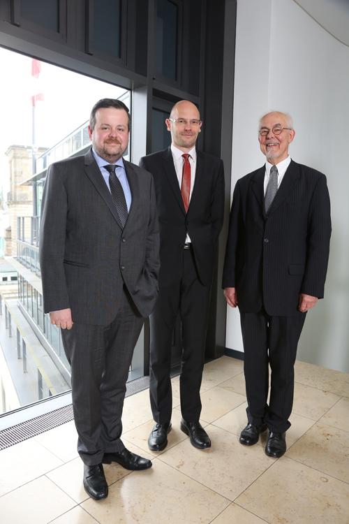 André Trepoll (CDU-Fraktionsvorsitzender, MdHB), Marcus Buschka (Haspa Hamburg Stiftung) und Stifter Michael Lezius (v.l.n.r.); Pressekonferenz zur GrŸündung der Yagmur GedäŠchtnisstiftung