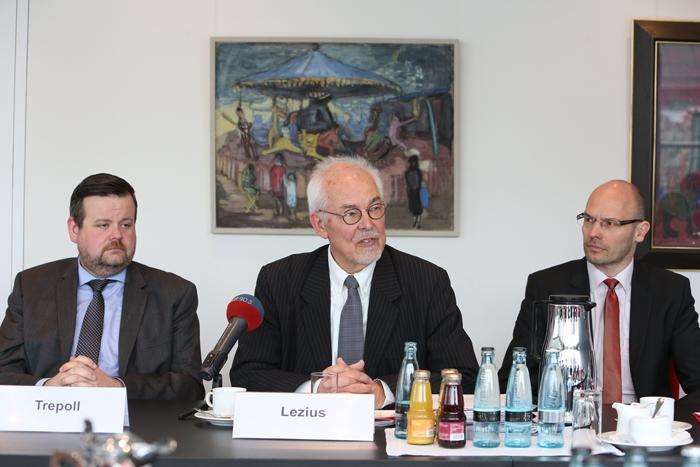 André Trepoll (CDU-Fraktionsvorsitzender, MdHB), Stifter Michael Lezius und Marcus Buschka (Haspa Hamburg Stiftung); Pressekonferenz zur GrŸündung der Yagmur GedäŠchtnisstiftung